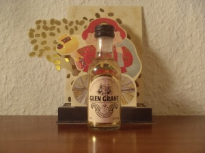 thesophisticatedcollector.wordpress.com miniautur bottle pt 5 Glen Grant 80´s